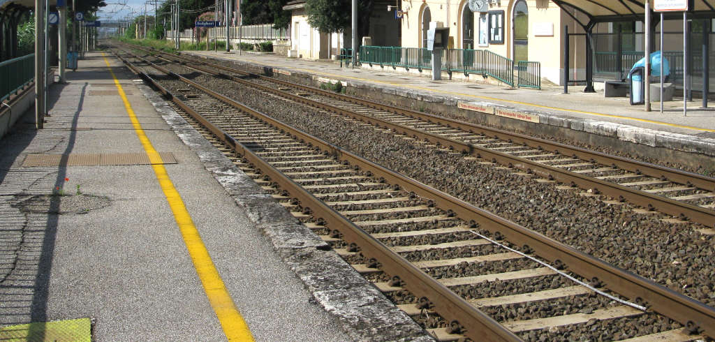Banchina ferroviaria reale