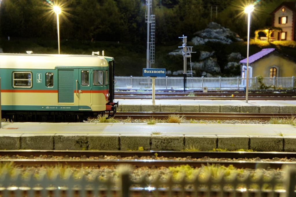 Si accendono le luci in stazione - aln668