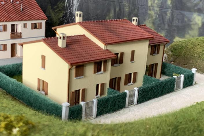 Villetta con siepe