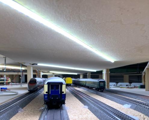 Illuminazione stazione nascosta a strisce led