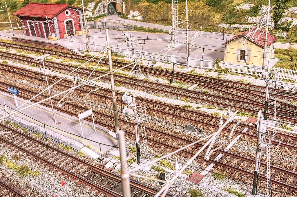 La catenaria in stazione
