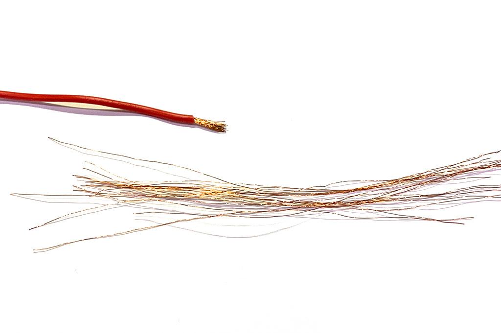 Filo di rame ricavato da spellatura file elettrico