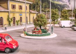 Piazzale della stazione di giorno