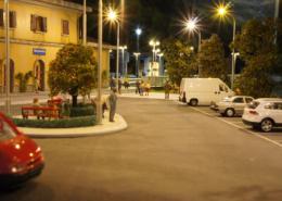 Piazzale della stazione in notturna