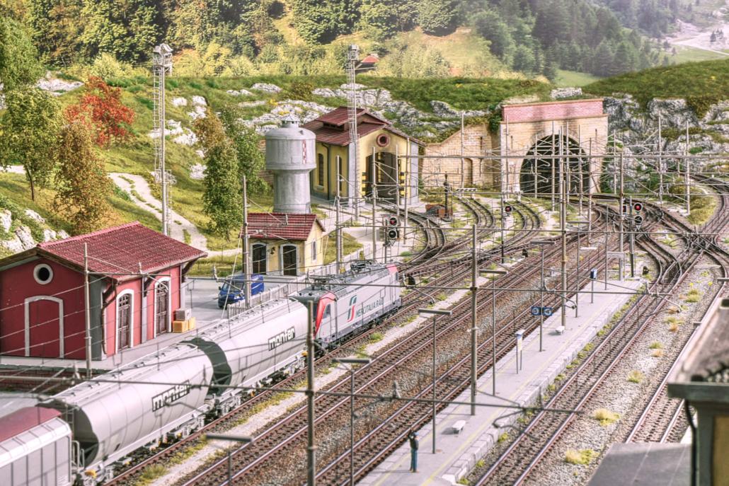 Stazione ferroviaria di Buzzaceto lato Est