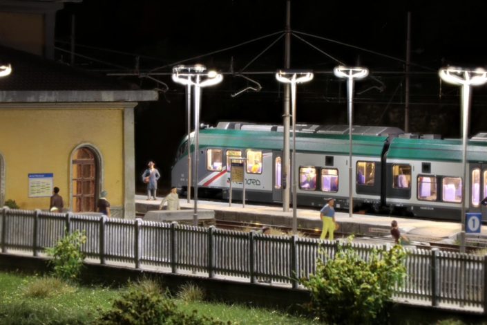 ETR425 in notturna a Buzzaceto
