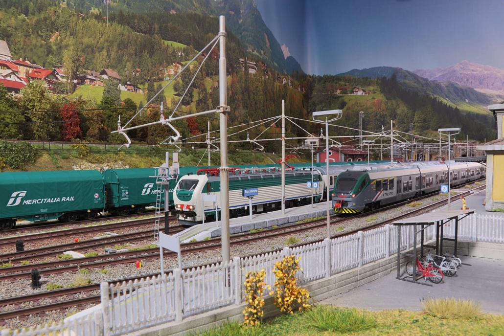 ETR425 ad E403 in stazione
