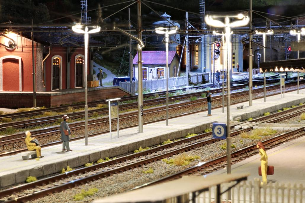 Stazione Buzzaceto in notturna