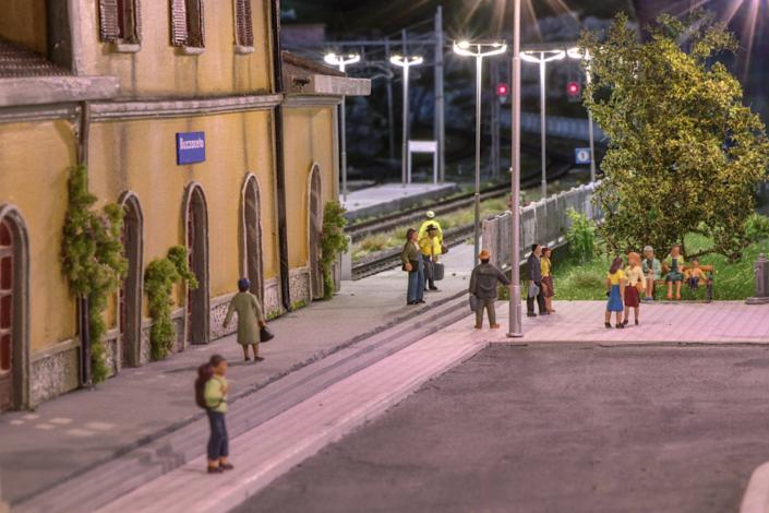 Piazzale stazione Buzzaceto in notturna